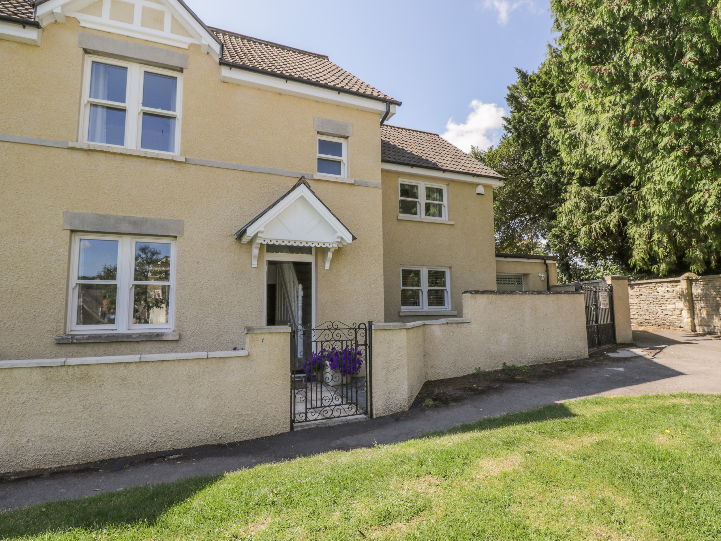 4 bedroom Cottage for rent in Wotton Under Edge