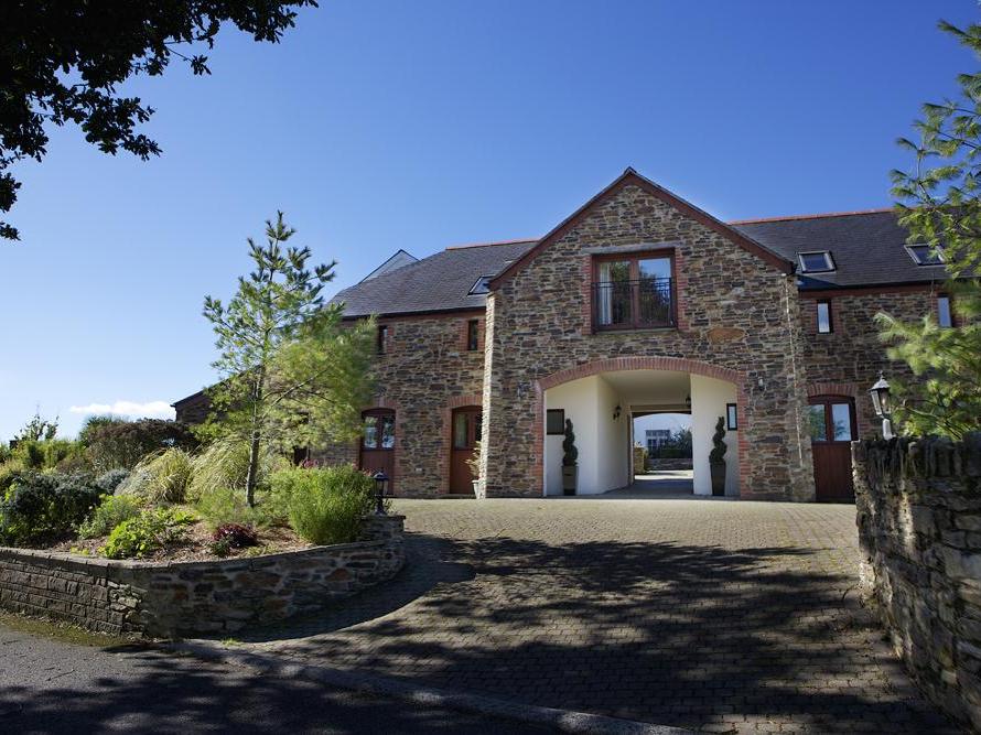 2 New Barn, Hillfield Village