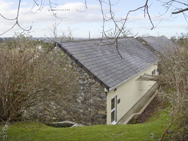 Damavand Bach,Caernarfon