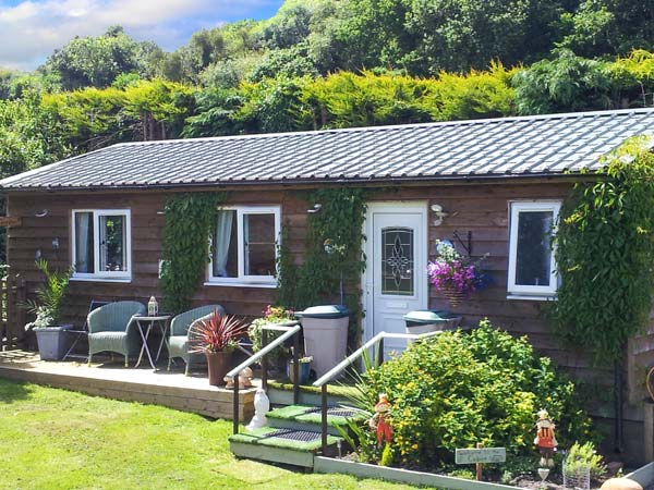 Log Cabin, The,Ludlow