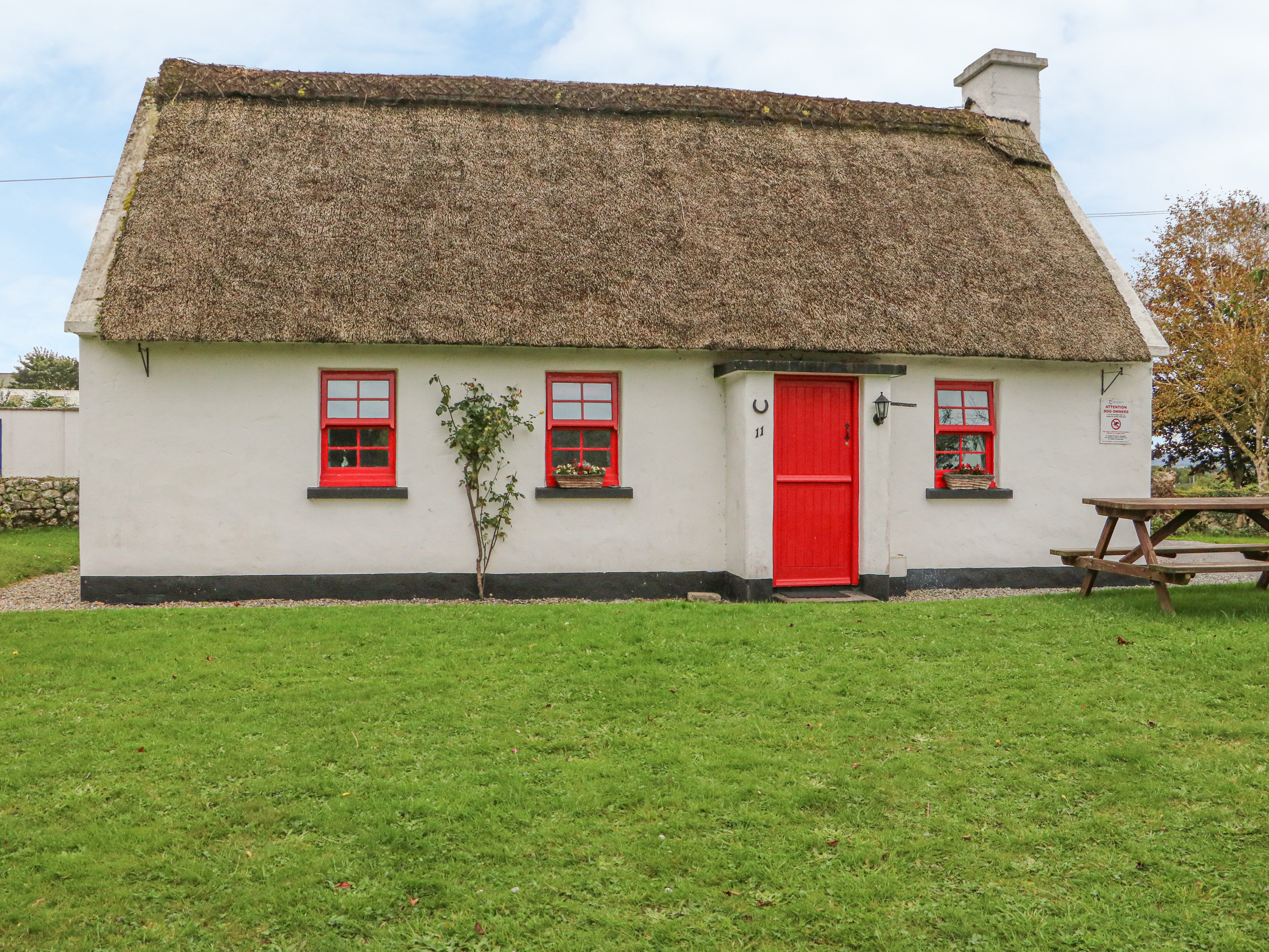 No. 11 Lough Derg Thatched Cottage, County Tipperary