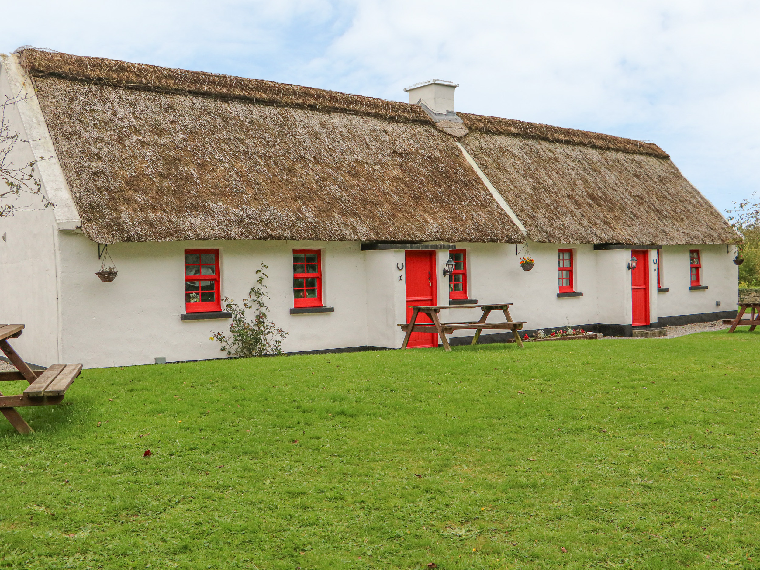 No. 10 Lough Derg Thatched Cottage, County Tipperary