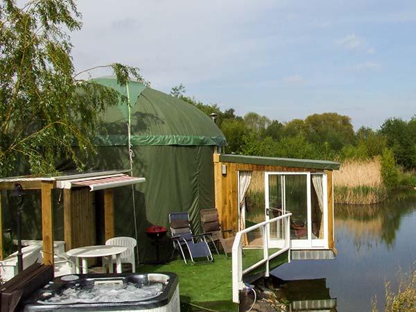 Secret Island Yurt,Tewkesbury