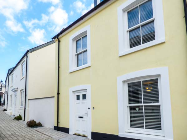 Yellow House, The,Newquay