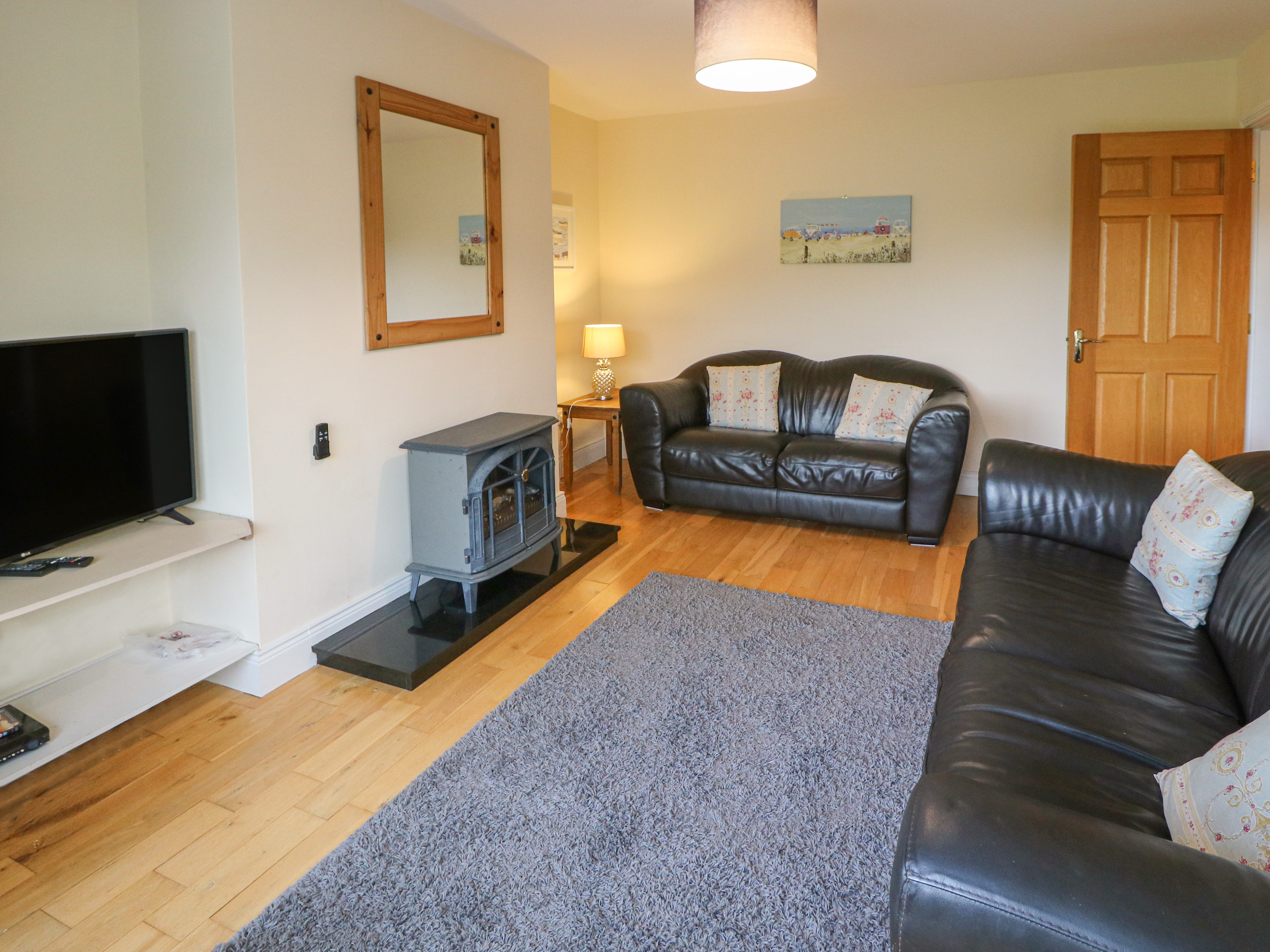 Number 8 - Dog Friendly Cottage in Lispole, County Kerry ...