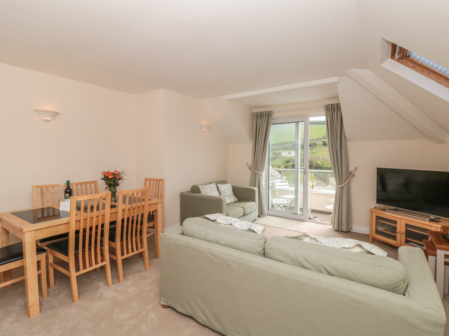 6 Chichester Court Image 9