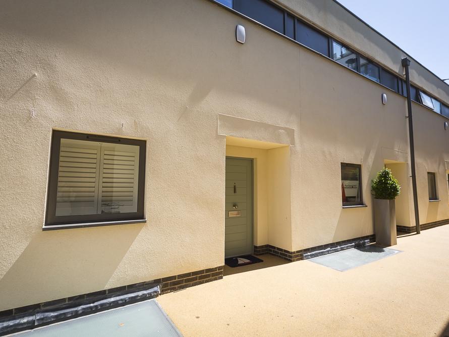 Villa 8, Estura